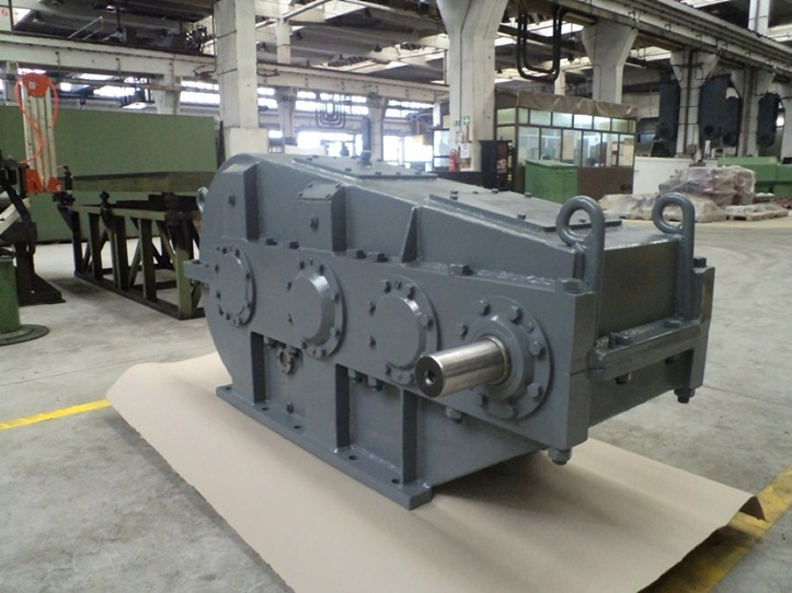 News : SALE: Crane gearbox D8-8262-00-000